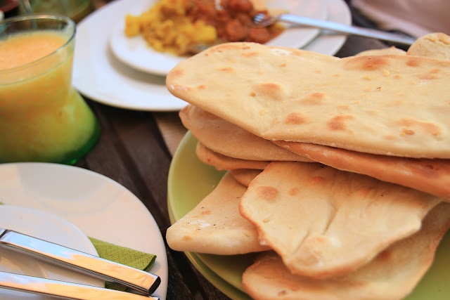 Naan Bread, dinner rolls and quick bread Portugese recipes.