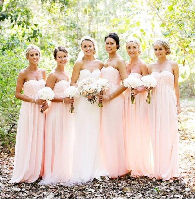 Love this color & style of bridesmaids dresses♡