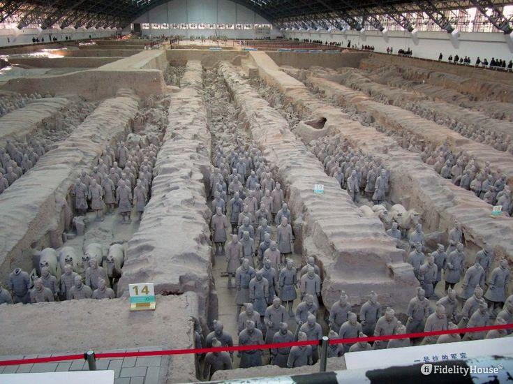 L'esercito di terracotta in Cina si trova a Xian, in Cina, nel mausoleo del primo imperatore Quin Shi Huang Di