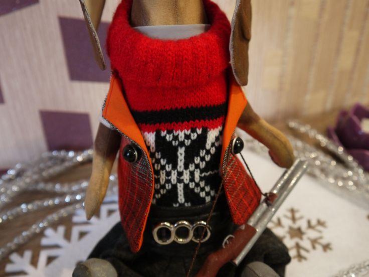 Кукла текстильная - Такса Охотник, ручная работа. Рост куклы 28 см, стоит с опорой, сидит сама.  Одежда, обувь - не снимаются. Отдельные элементы: ружье и шляпа Цена 3500 руб. плюс почта. Оплата на карту Сбербанка. Отправка почтой России. По всем вопросам пищите в личные сообщения здесь или в Instagram. handmade gifts  handmade gifts for kids куклы ручной работы  куклы ручной работы текстильные интерьерные куклы  подарки своими руками