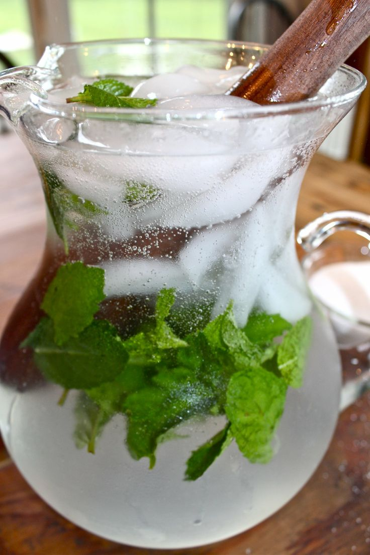 Pitcher Cocktail for Your Labor Day Party: Sparkling Cojito. 10 minute prep.  The addition of mint, fresh squeezed lime juice, and my staple in summer cocktails, seltzer for some fizz all make this cocktail refreshing and delicious and the perfect pitcher drink for your weekend. #Cocktail #Cojito