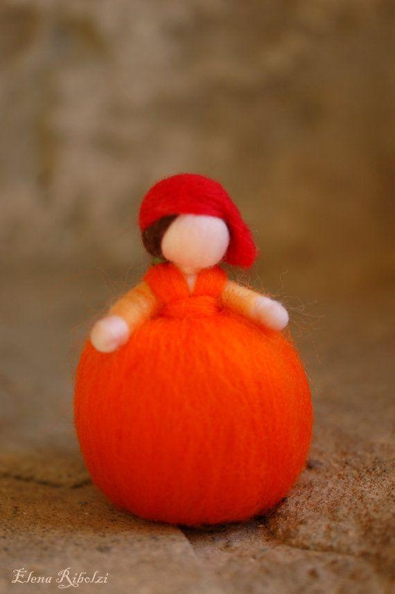 Simpatica e dolce Aranciotta, in lana fiaba unica nel suo genere, realizzata interamente a mano con cura e amore