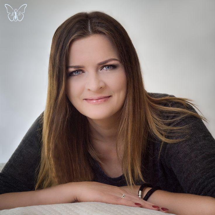 Fotograf, MUA, włosy i stylizacja: Marta Lityńska Modelka: Marta Wesołowska  Polub mnie na Facebooku: https://www.facebook.com/MartaLitynskaMSB  A to mój Instagram: https://instagram.com/martasarablanka