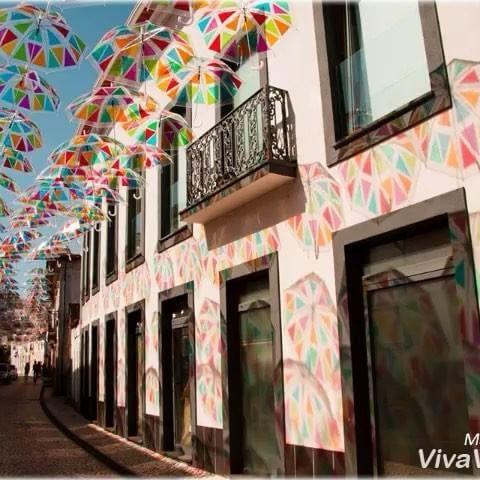 Várias ruas, diversas cores, momentos únicos!! www.agitagueda.com  __ #agitagueda #agitagueda2016 #agitaguedaartfestival #agueda #streetart #festival #urbanart #umbrellaskyproject