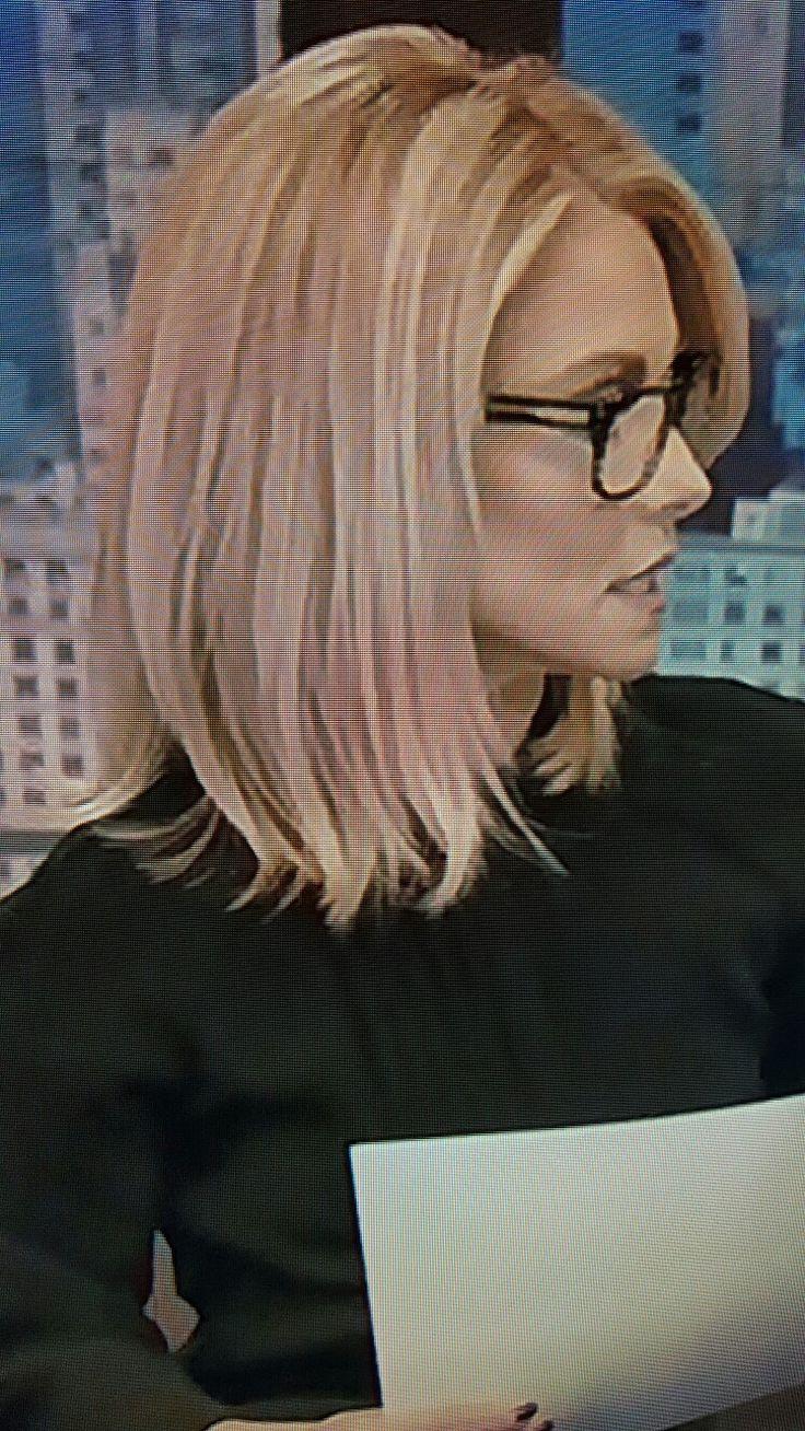 Kelly Ripa shoulder length hair