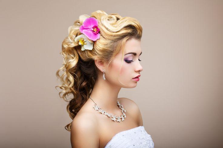 cool Красивые свадебные прически в 2016 году (65 фото) - Для всех типов волос с фатой и без Читай больше http://avrorra.com/svadebnye-pricheski-fata-foto/
