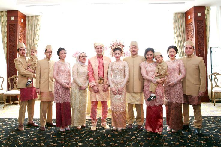 Pernikahan Adat Minang dan Jawa Bernuansa Rumah -