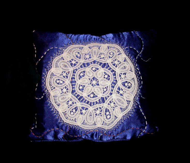 pillows lace quilt