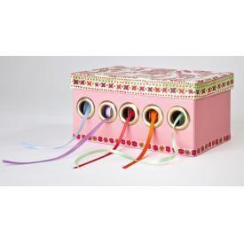 DIY: Box für Bänder http://www.vbs-hobby.com/de/kaufen/box-fuer-baender-15275.html
