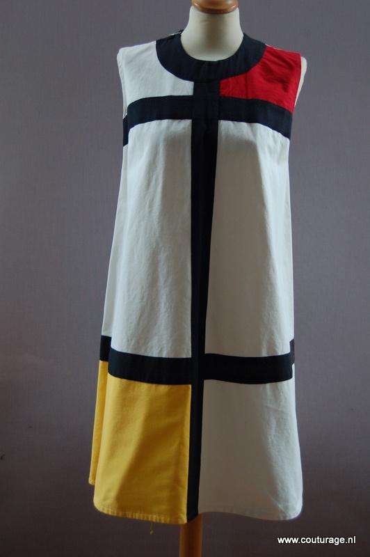 'Mondriaanjurk' van wit/rood/geel katoen en zwart linnen (1960E010)