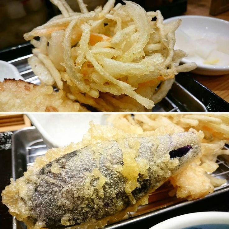 天ぷら定食食べました  定食はご飯味噌汁天ぷら 品数によりますが7501000円ぐらいの価格 てっきり全部一気に目の前に全部持ってくるのかと思いきや 高級な天ぷら屋みたいに 注文してから1品ずつ 目の前に持って来てくれます  揚げたて熱々を持ってくるのでサクサクでうまっ  かき揚げボリュームあって 天つゆにつけて食べたら最高です  ナス塩をつけて めちゃウマ  カウンターで揚げてるのが見えて ライブ感あってよかったです . . #天ぷら #天ぷら定食 #天ぷら屋 #熱々 #揚げたて #都度挙げ #B級グルメ #大阪グルメ #フォローお願いします . by b.osaka