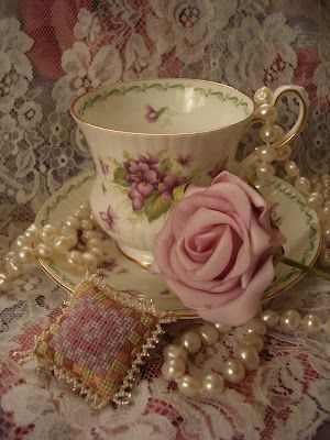 tea cup tea time vintage cream rose blush cream gold shabby chic style vintage lace mauve peonies candle crystal  Magical World: Borduren