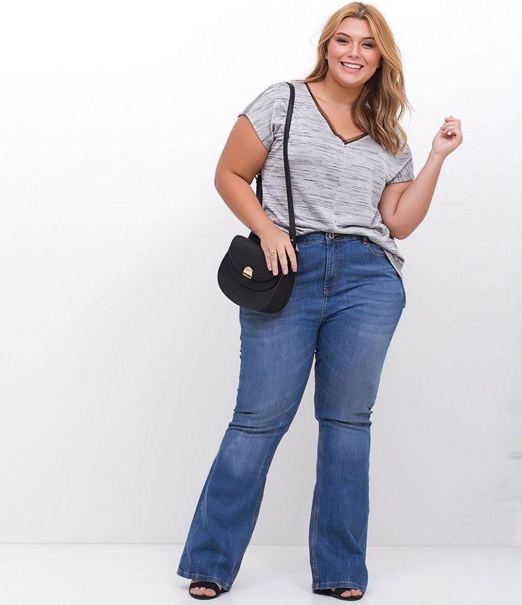 ESTAMOS COM UMA NOVA TABELA DE MEDIDAS, AGORA SOMOS CURVE & PLUS SIZE, CONFIRA ACIMA A TABELA DESTE ITEM.      Calça feminina Curve & Plus Size   Modelo flare   Em jeans   Marca: Ashua   Tecido:Jeans   Modelo veste tamanho: 48      Medidas da modelo:     Altura: 1,70 cm  Busto: 103 cm  Cintura: 84 cm  Quadril: 123 cm    Veja outras opções de produtos    Ashua   .    Na Ashua, você encontra peças desenhadas especialmente para valorizar as suas curvas. Cada mulher tem seu estilo, seu...