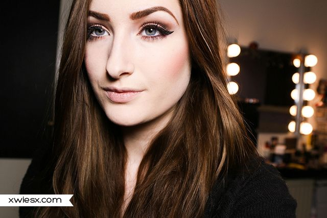 Budget look #83139 Gotta Glow http://www.eyeslipsface.nl/product-beauty/blush, #81303 Dark http://www.eyeslipsface.nl/product-beauty/set-voor-de-wenkbrauwen, #81129 Amethyst & #81128 Raspberry Truffle http://www.eyeslipsface.nl/product-beauty/single-oogschaduw, #83601 St. Lucia http://www.eyeslipsface.nl/product-beauty/contourblush-bronzing-poeder, #1714 http://www.eyeslipsface.nl/product-beauty/valse-wimpers-dramatic & #7501 http://www.eyeslipsface.nl/product-beauty/ooglid-primer