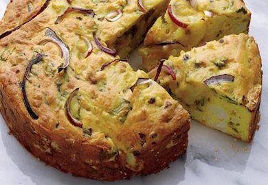 Karnabaharlı Peynirli Kek, bildiğimiz ve artık sıkıldığımız tariflerden uzak. Pratik yapımı ile sürekli yapılacak bir tarif haline gelmesi çok muhtemel.