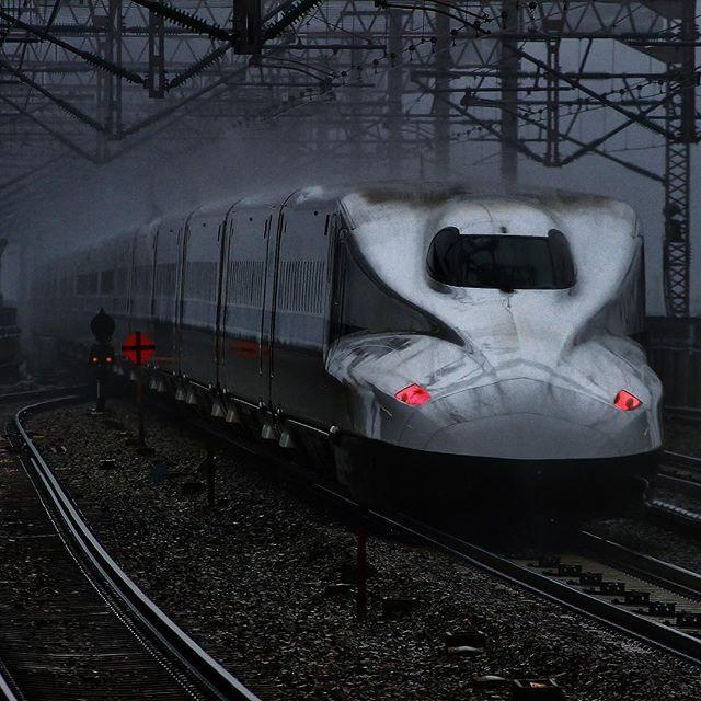 幻の新幹線ベイパー キター(    )ノ  だーはね狙撃部presentsベイパー祭り  新幹線でベイパー祭りに参加だぁ  新幹線でベイパーなんてでるの  スンマセン シブキックスでした  #シブキックス倶楽部   #shinkansen #superExpress #Express  #TRAINS_WORLDWIDE #railway #railways  #railwaytracks #wu_japan #igersjp #icu_japan  #ig_nippon #japanfocus #jp_views2nd  #JR西日本 #N700系 #新幹線 #九州新幹線 #撮り鉄 #素人撮り鉄倶楽部 #西明石駅 by kazumaru787