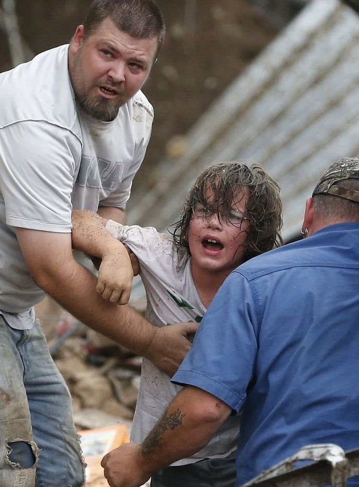 13 Heartbreaking Photos From The Aftermath Of The Oklahoma Tornado