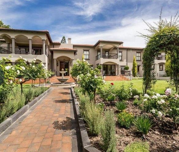 6 Bedroom House for Sale in Valmary Park, Durbanville. Contact: Lindie Gaigher 082 718 7043 021 979 4396