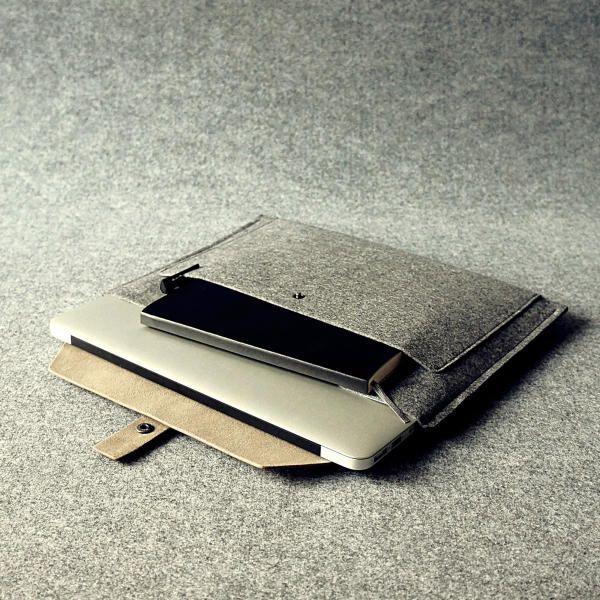 15-inch Retina Macbook Pro Sleeve - Khaki | CHARBONIZE
