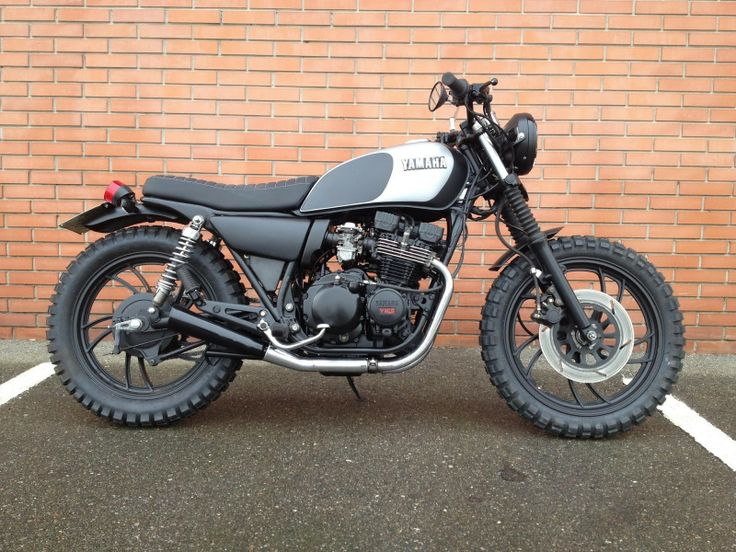 Text claims this is a Yamaha XJ650, but there's a clearly visible chain drive - not really sure what this is. Reminds me of a Triumph, in a good way.
