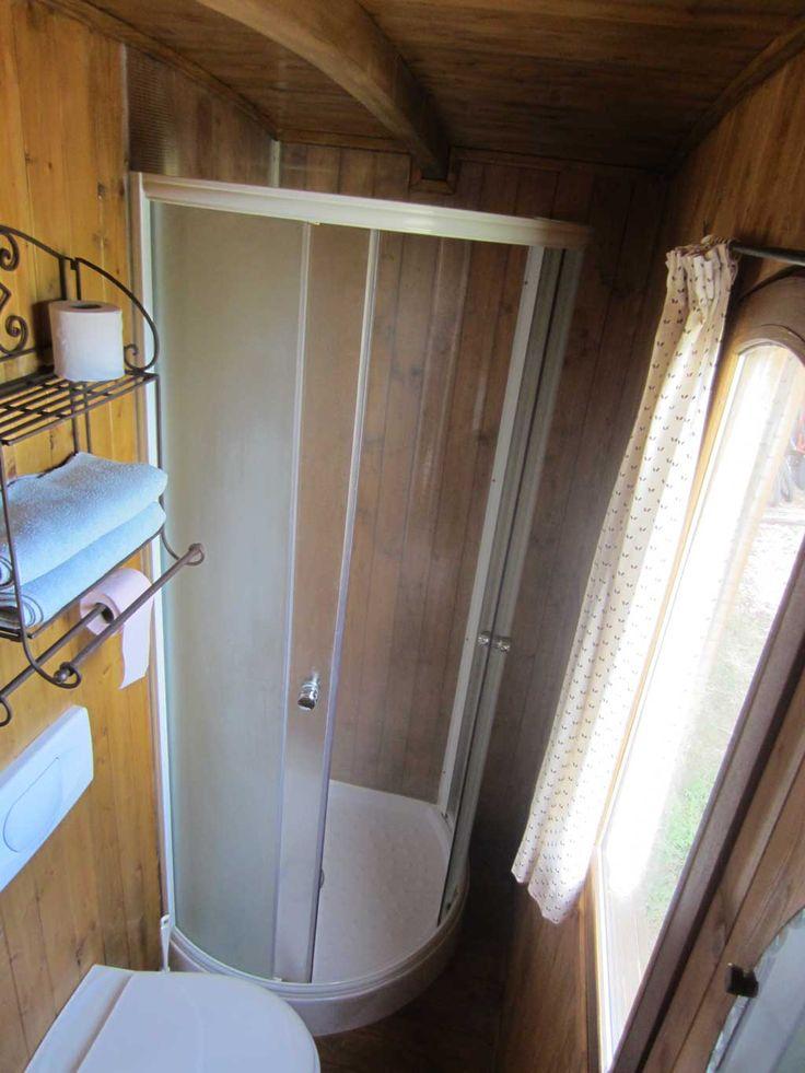 les 25 meilleures id es concernant roulotte gitane sur. Black Bedroom Furniture Sets. Home Design Ideas
