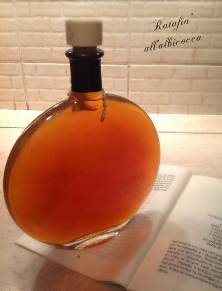 Il ratafià di albicocche è un liquore composto da un infuso a base albicocche fresche, spezie e acquavite, profumato e dal sapore e dal colore piacevoli e delicati.