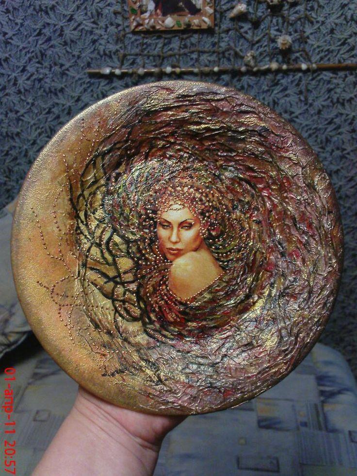 Тарелочка «Дива» и Браслет http://dcpg.ru/blogs/549/ Click on photo to see more! Нажмите на фото чтобы увидеть больше! decoupage art craft handmade home decor DIY do it yourself plate