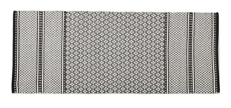 Handvävd och stentvättad matta som gör att varje matta blir unik med små skillnader i väv och slitning. Tvättas separat i 30°C skontvätt.