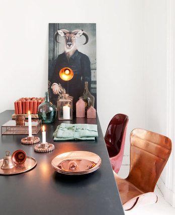 Accessoires en zelfs meubels van (oranje) koper zijn mooi te combineren met naturel kleuren