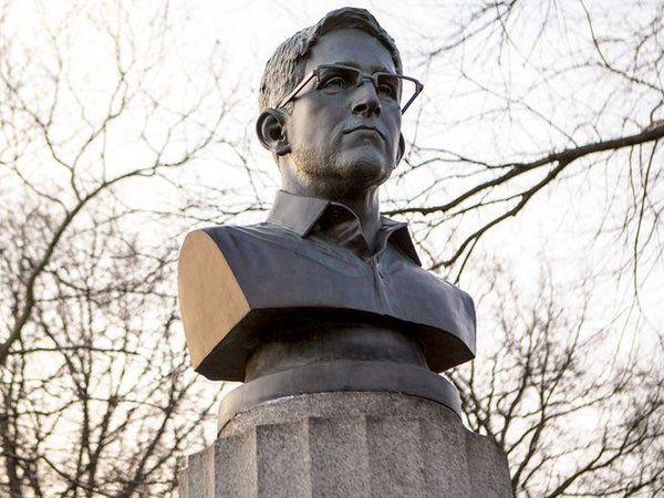 Les autorités de New York ont procédé au retrait d'un buste d'Edward Snowden installé lundi par des artistes anonymes, sur les terres d'un mémorial aux révolutionnaires morts prisonniers sur les navires britanniques. Des révolutionnaires dont les restes...