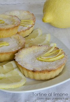 Volete provare un dessert delicato e saporito? Vi propongo la ricetta delle tortine al limone che in famiglia hanno avuto grande successo