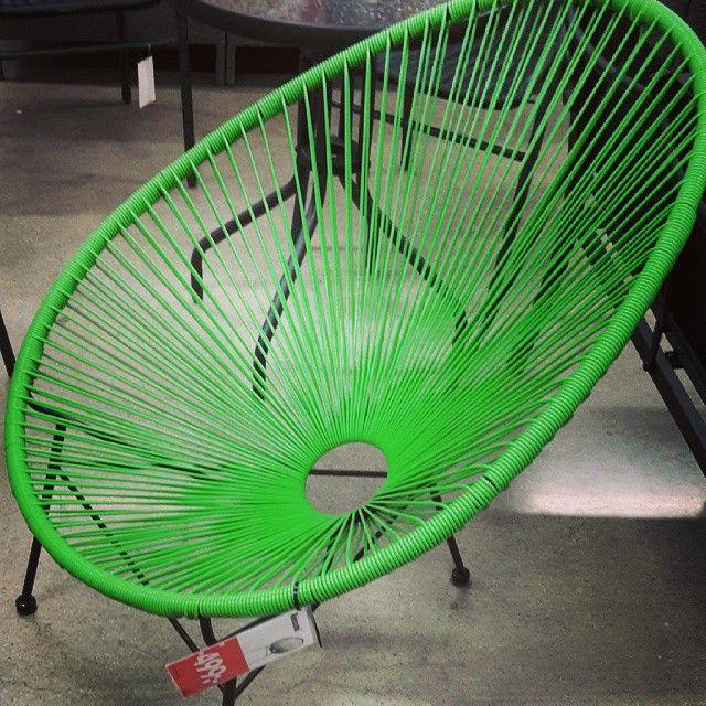 #tips #repro #öb #stol #gröntärskönt  Kolla in denna skönhet som finns på Öb för 499 kr. Finns även i svart och vitt!
