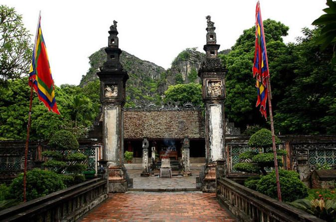 Hoa Lu and Tam Coc Day Trip from Hanoi Hoa Lu is the ancient capital with a tourist destination which will bring you to cultures and history of Vietnam capitals. The area is also one of out standing beautywith natural limestone peaks whose splendor is often said to surpass that of Halong Bay. Hoa Lu andTam Coc areregarded as the Halong Bays onland due to its unique geological formations.Between 8am - 8:30am your guide and driver will pick you up at the hotel in Hanoi Old Q...