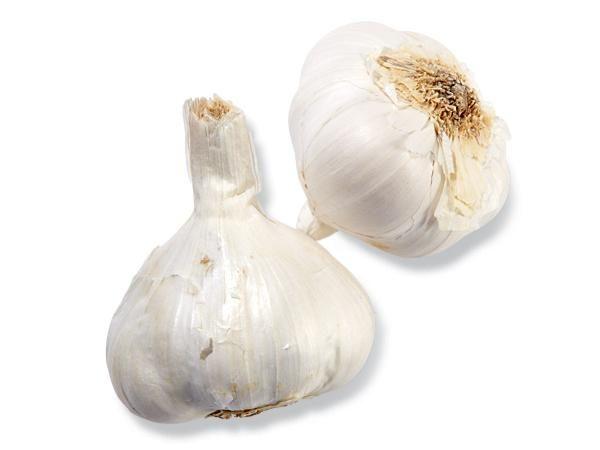 16 Simple Healing Foods: Garlic http://www.prevention.com/food/food-remedies/16-simple-healing-foods?s=14