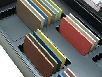 Display folder for natural stone samples | Étui nuancier pour la présentation d'échantillons de pierre naturelle | Estuche muestrario para presentar muestras de piedra natural.