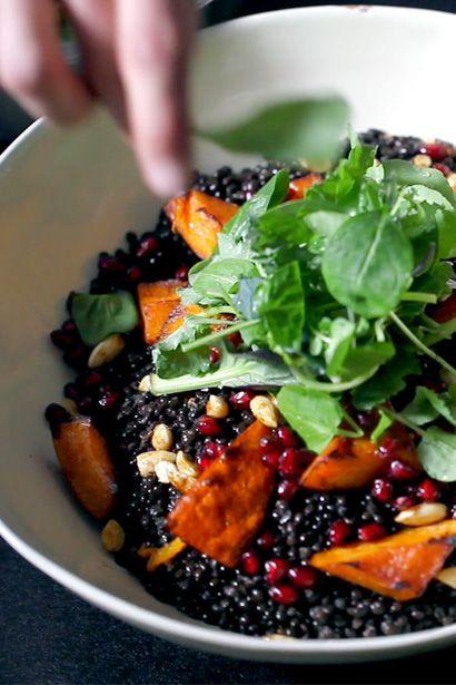 Orientalischer Belugalinsen-Salat  mit Ofenkürbis, Granatapfel und Cashewnüssen