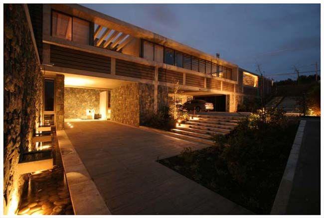 architektura Chile, współczesna architektura, dom jednorodzinny, willa, kamienna elewacja, kamień, woda, oczko wodne