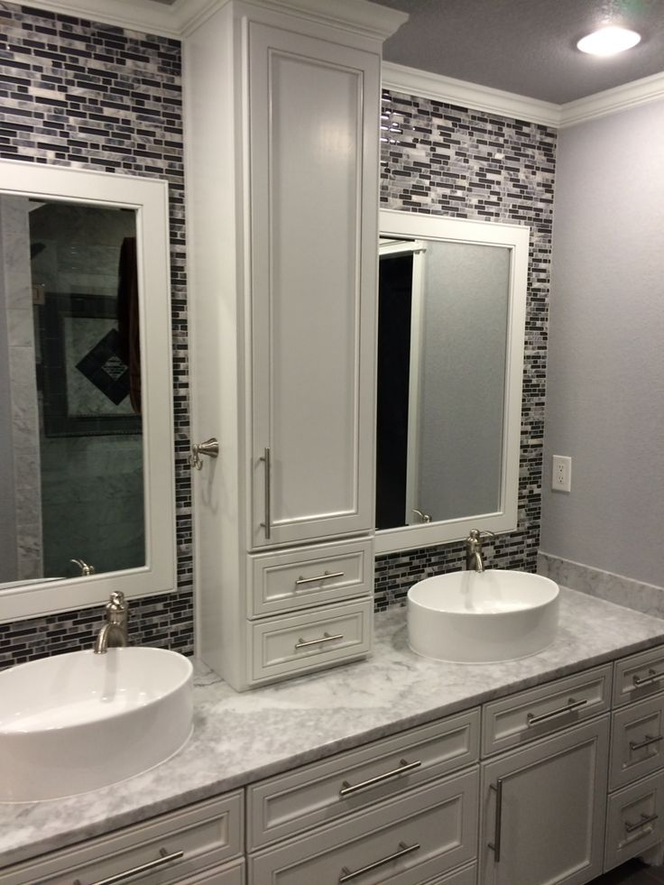 25 b sta custom cabinets id erna p pinterest renovering k k och k ksid er for Pictures of bathrooms with double sinks