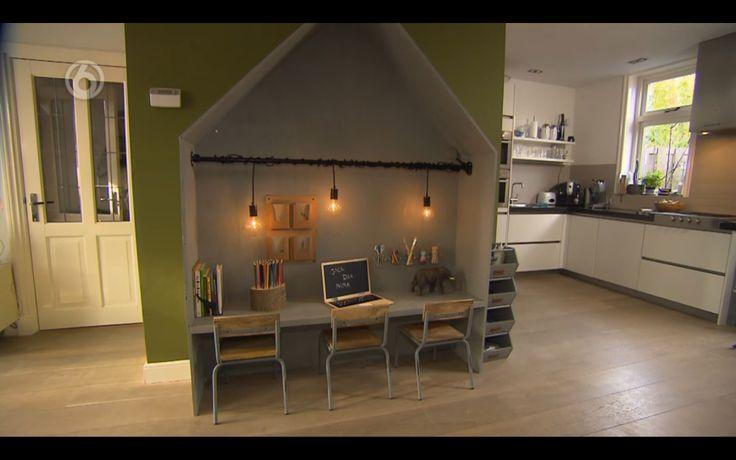 huisje als kinderhoekje met tafeltje en stoeltjes