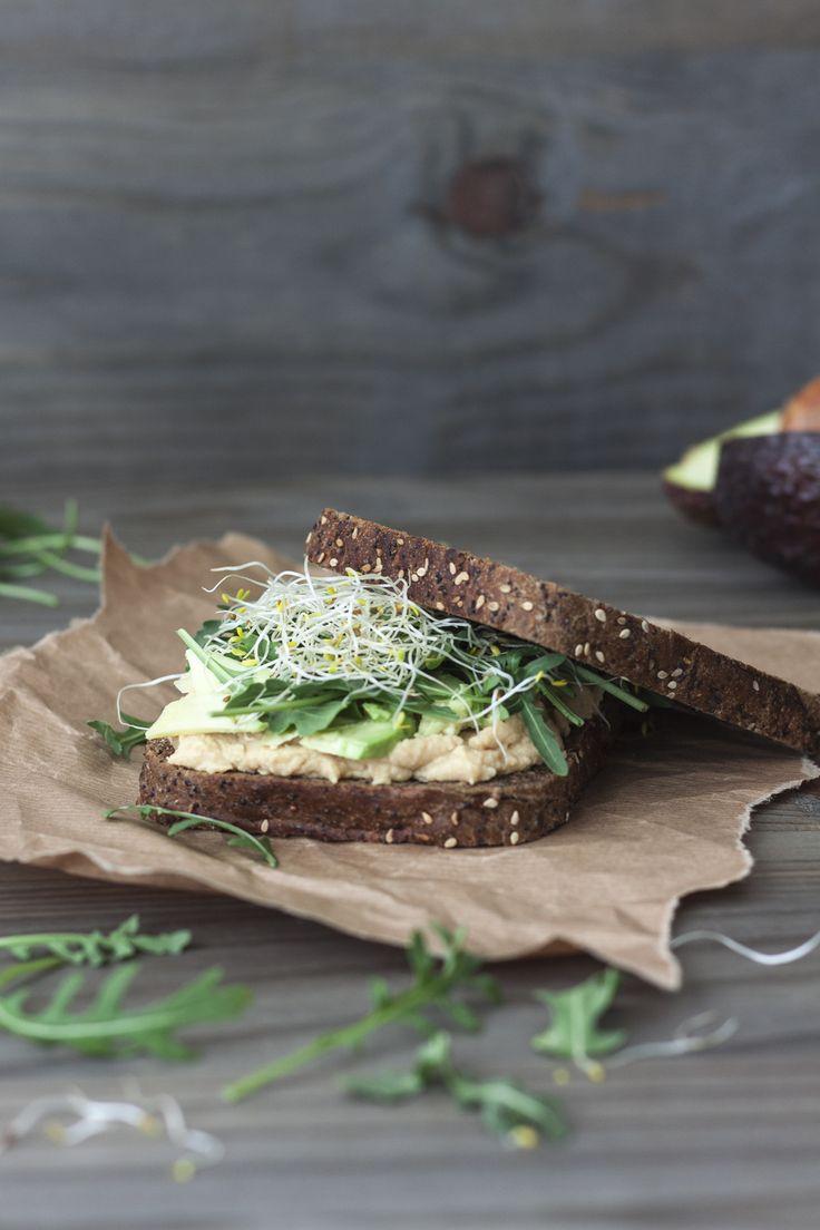 Sandwich de hummus y aguacate | My wholistic life