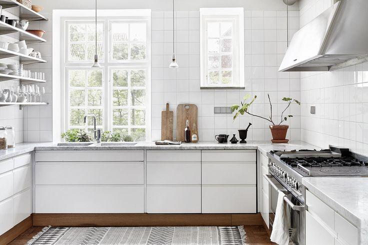 Simple clean modern Scandinavian kitchen ideas and decor, white kitchen, open shelves