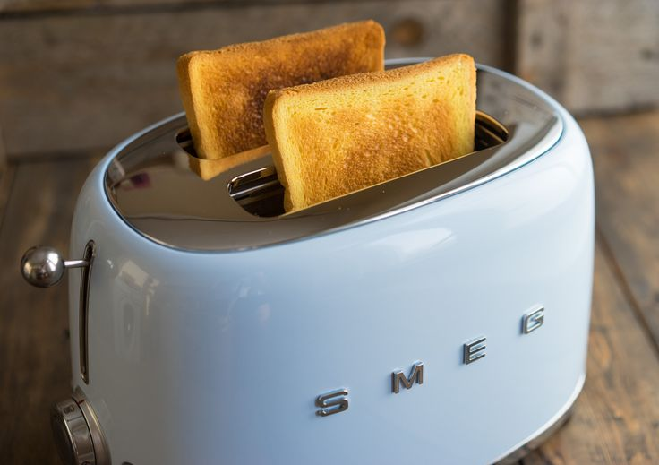 Тостер SMEG — красивый помощник на кухне.
