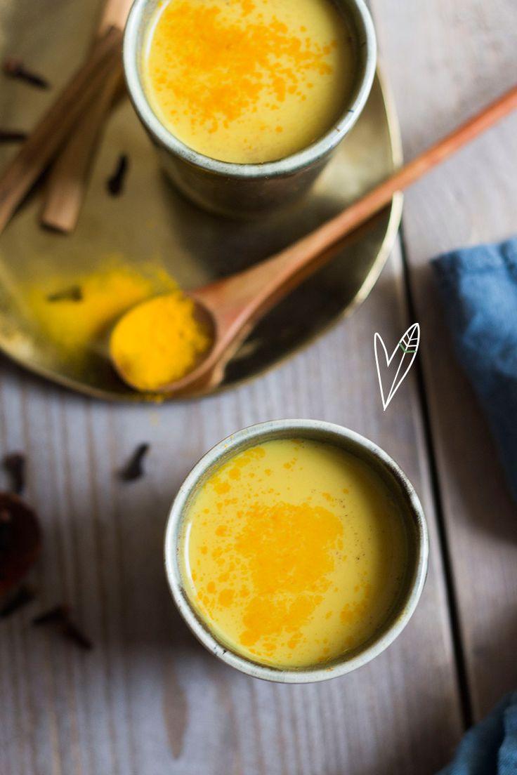 Soms kun je wel wat extra zonneschijn gebruiken! We kunnen je dag opfleuren met deze vrolijk gekleurde Golden Milk waar je het heerlijk warm van krijgt!