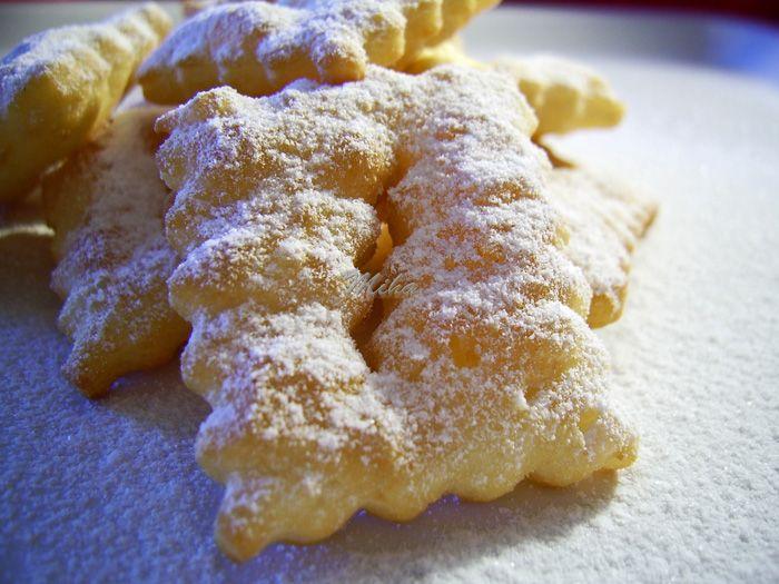Reteta culinara Desert crostoli din categoria Dulciuri. Specific Italia. Cum sa faci Desert crostoli