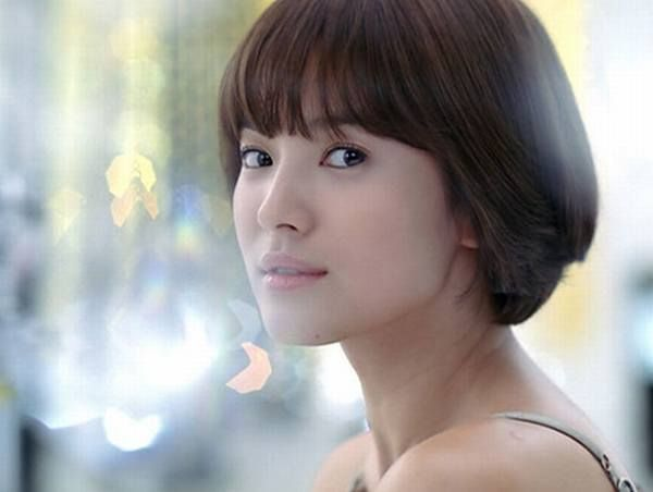 Love the fresh look of Song Hye Kyo's short bob with bangs ...