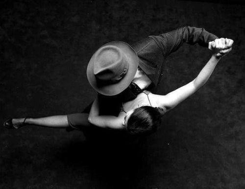 """legerete-leggerezza-dell-essere:  """" * E se non fossero le ombre  ombre? Se le ombre fossero  - io le stringo, le bacio,  mi palpitano accese  tra le braccia -  corpi fini e sottili,  timorosi di carne?  Pedro Salinas  Ph Aldo Sessa  """""""