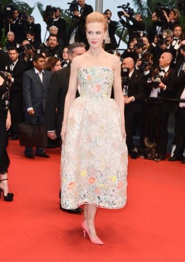 Nicole Kidman in een jurk van Christian Dior Couture en clutch van Salvatore Ferragamo tijdens Cannes Film Festival dag 1.