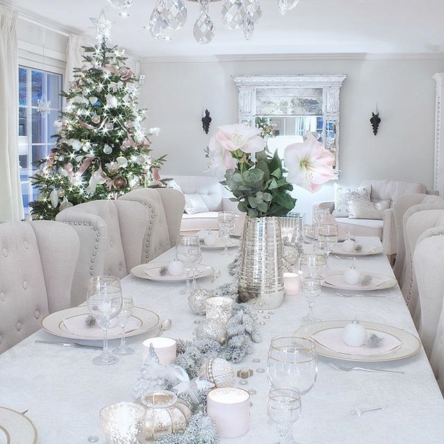 A #tbt last year's Christmas Eve table #christmastree #christmastable #inspire #decor #interior #tablesetting #pinkchristmas @elinmekraft