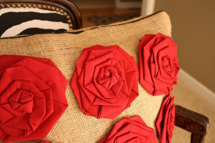 Стильная подушка из мешковины с розами! Мастер-класс.