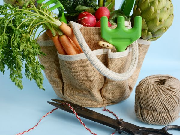 These jute bags can be used for so many different types of hamper packs - food, gardening, cosmetics, toys..the possibilities are endless!